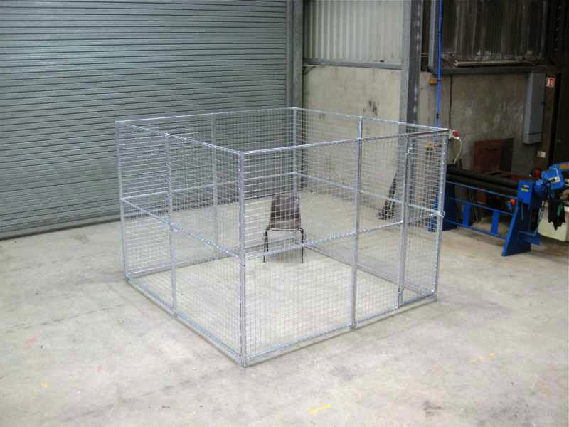 Medium Dog Run Pack. Finished size 2.5m x 2.5m (approx. 8ft x 8ft). Height 1.8m (6ft.). *Kennel not included. Sturdy construction using 25x25mm box section framing covered with 50x50x3mm weldmesh. Hot dip galvanised for lifetime rust protection. Bottom of panels are raised off the ground to stop bacterial growth and to ease cleaning. Comes complete with gate and all bolts.  Can be easily erected in around 30 minutes with no special tools or skills required.